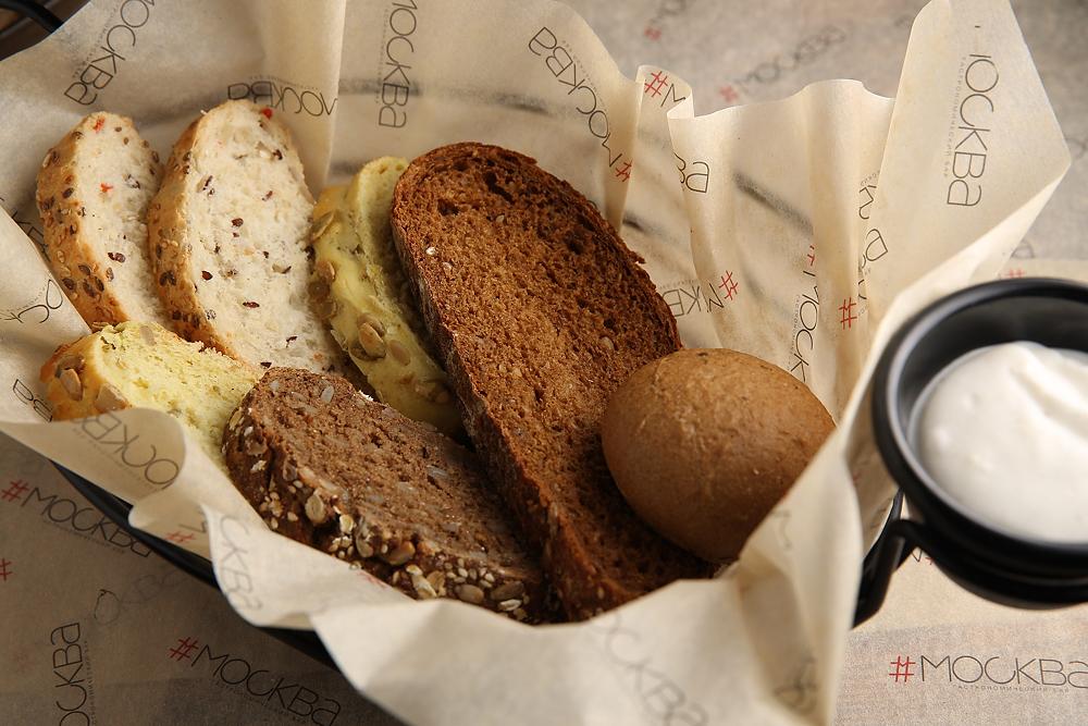 Ассотри  из хлеба с чесночным айоли