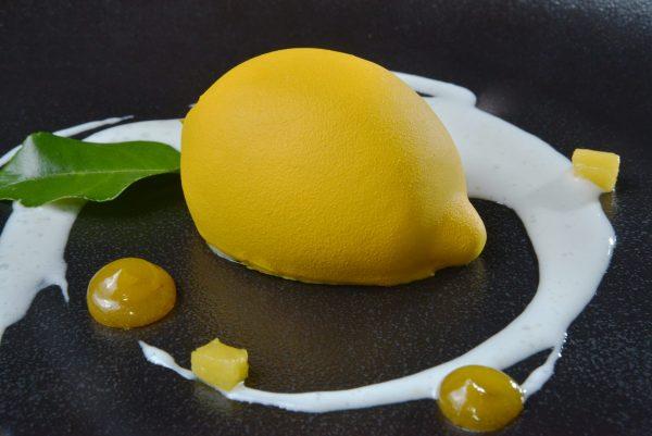 Лимон с юдзу и корочкой из белого шоколада
