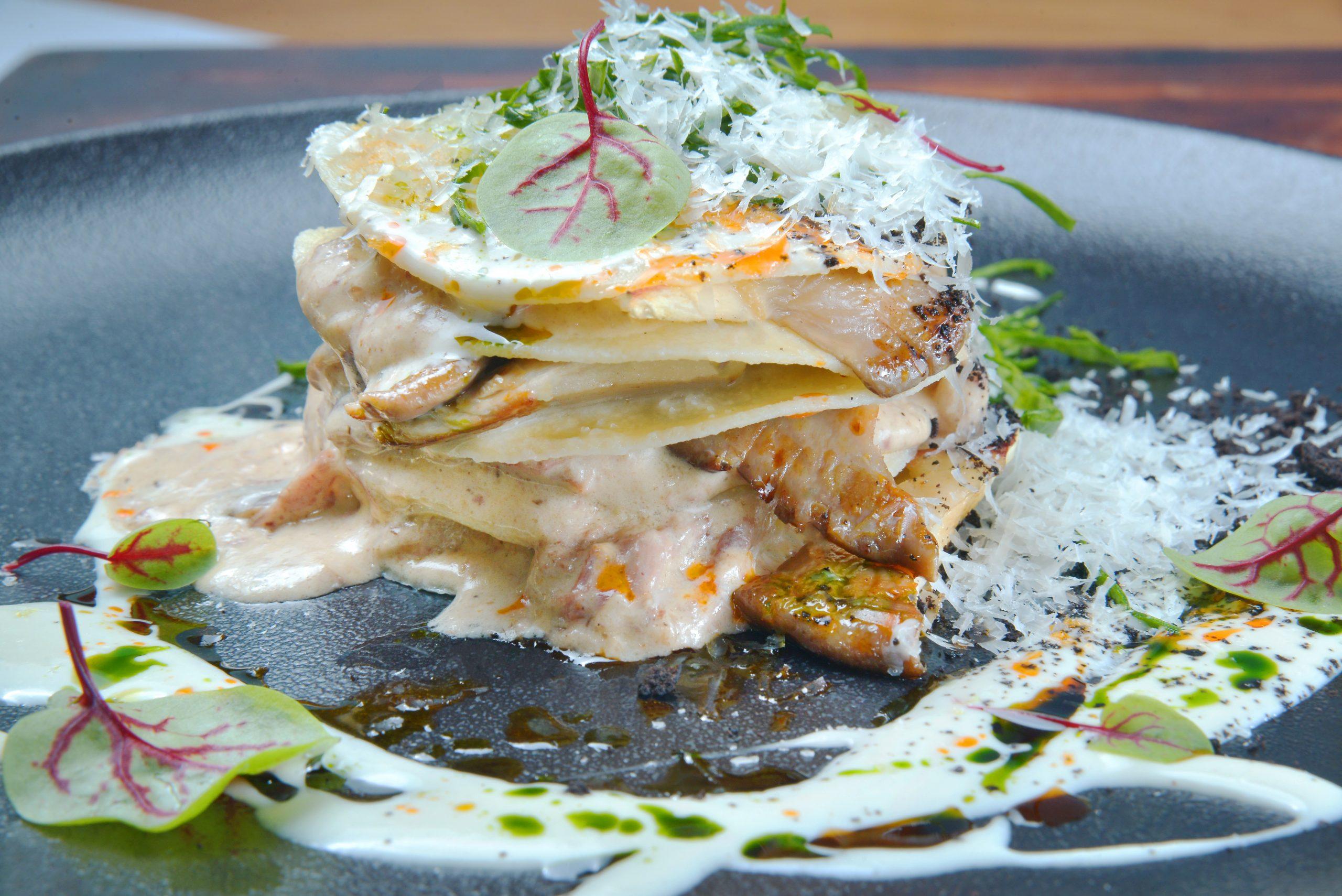 Ленивая лазанья с телятиной и соусом из грибов