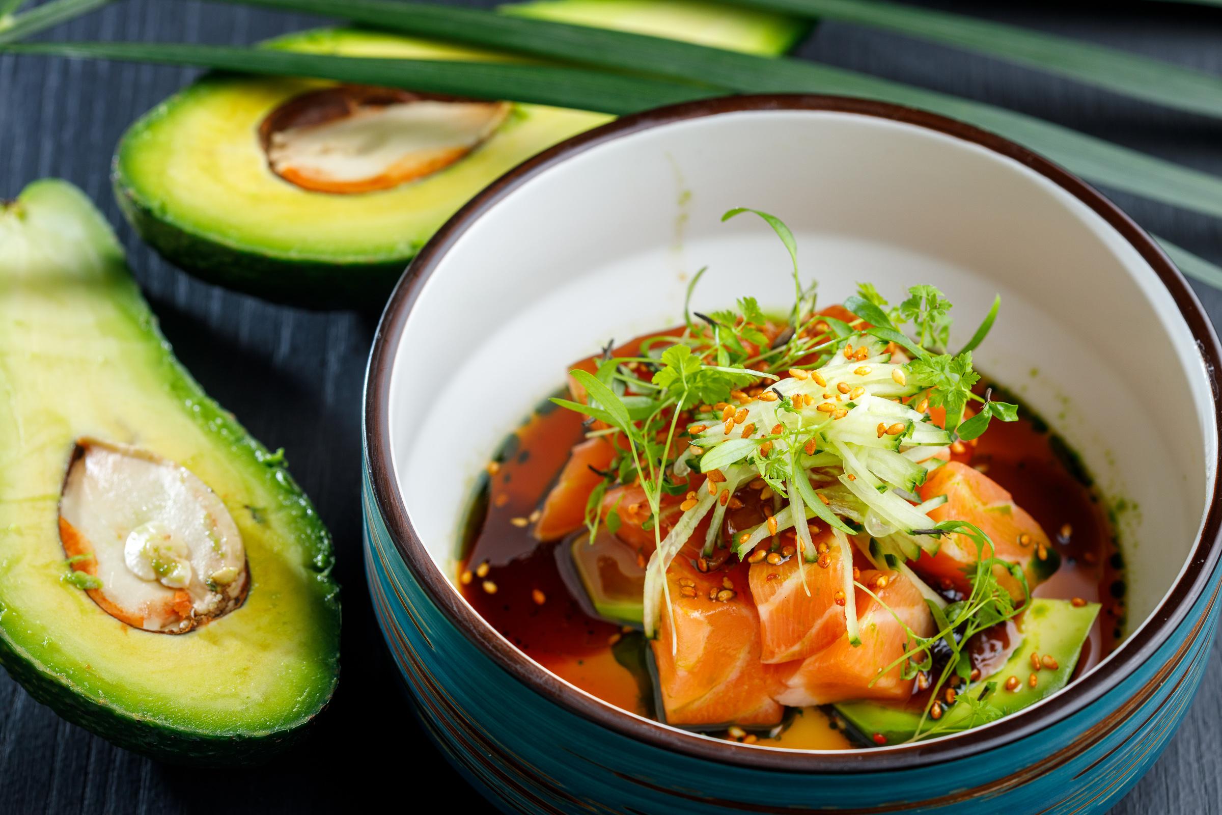 Тар-тар из лосося с терияки и томатами
