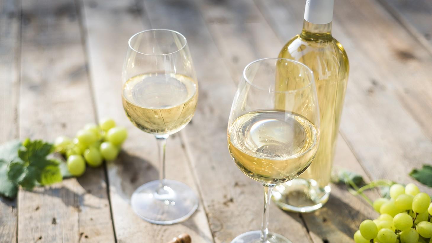 Белое вино по бутылкам