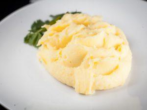 Пюре из двух видов картофеля с сыром