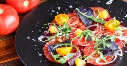 Карпаччо из томатов с красным апельсином и козьим сыром